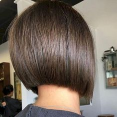 Straight Short Inverted Bob ❤️ Our collection of short hair trends 2018 will surprise you. You will see all the faves among celebrities: undercut, pixie cuts, bobs and other popular haircuts. Get inspired for your own latest short cut. Blunt Bob Hairstyles, Short Bob Haircuts, Hairstyles Haircuts, Straight Hairstyles, Haircut Short, Modern Hairstyles, Bob Hairstyles Brunette, Winter Hairstyles, Braid Hairstyles