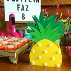 Amo festa colorida!!! Tropical party!!! Deslize para ver todos os detalhes dessa decoração linda!!! 💕 . . . Decoração e papelaria personalizada por @festejaratelie - E teve muito amor e muito colorido para FESTEJAR os 8 anos de Letícia 🌺🌴🍍 - . . . #regrann #festaflamingo #temaflamingo #flamingoumdiadefesta #flamingosparty #boloflamingo #festatropical #bolotropical #tropicalumdiadefesta Hawaiin Theme Party, Aloha Party, Moana Birthday Party, Hawaiian Birthday, Flamingo Birthday, Flamingo Party, Beach Theme Centerpieces, Tropical Party, Girl First Birthday