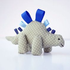 A tutorial to make this cute dinosaur tag toy. Perfect as a gift for newborn babies.