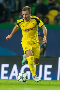 Lissabon, Portugal UEFA Champions League - Season, Group F - Matchday Sporting Clube de Portugal - BV Borussia Dortmund, Mario Goetze (BVB) (Photo by TF-Images/Getty Images) Soccer Players Hot, Soccer Guys, Uefa Champions League, Best Player, Super Skinny Jeans, Mario, Hot Guys, Seasons, Man Bags