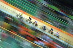 Aufgefädelt: Im Radsport liegt der Brite Callum Skinner in der Einzelverfolgung...