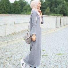 Love this hijab style with the cute long grey dress looks soo amazing and beautiful together.