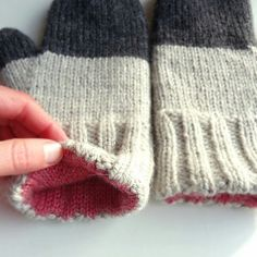 Mingky Tinky Tiger + the Biddle Diddle Dee — Classic Mittens No. 615 by Bernhard Ulmann. Knitted Mittens Pattern, Crochet Mittens, Fingerless Mittens, Knitted Gloves, Crochet Yarn, Crochet Granny, Knitting Stitches, Hand Knitting, Knitting Patterns
