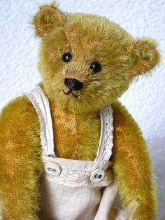Antieke Steiff bear...looks SO much like the ones we made years ago in our business, A.J. Collectibles!