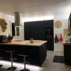 Dernière réalisation : une belle collaboration pour la création d'une nouvelle cuisine Decoration, Kitchen Island, Furniture, Home Decor, New Kitchen, Projects, Decor, Island Kitchen, Decoration Home
