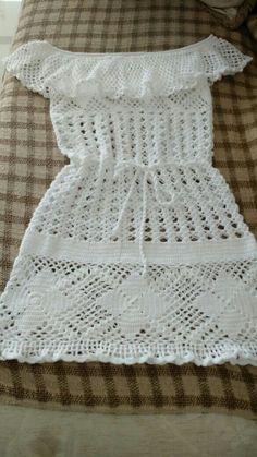 Eu que fiz👍👍👍 Crochet Box, Form Crochet, Crochet For Kids, Knit Crochet, Crochet Designs, Crochet Patterns, Vestidos Bebe Crochet, Crochet Baby Clothes, Crochet Tablecloth