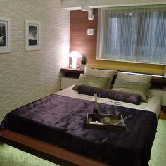 ベッドの下に間接照明を設けた珍しいデザイン。