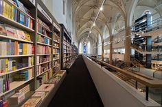 オランダの教会をリノベートして生まれた本屋の紹介。