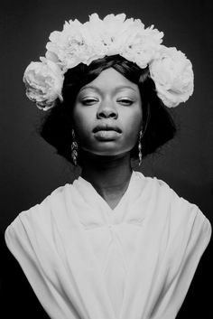 Flower brides by diane cabasse, via behance hello, fleurs frau gesicht, fra Poses, Pretty People, Beautiful People, Pelo Afro, Beautiful Black Women, Gorgeous Girl, Drawing People, Black Girl Magic, Black Girls
