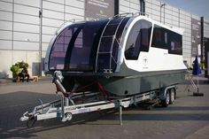 Caravanboat Departure One, la caravane qui se transforme en mini Yacht Adventure Trailers, Best Trailers, Camper Trailers, Camper Boat, Tiny Camper, Trailerable Houseboats, Transformers, Floating Architecture, Floating Hotel