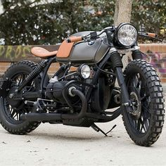 "<span class=""emoji emoji1f527""></span><span class=""emoji emoji1f4f7""></span> by @caferacerdreams BMW R100 #bmw #boxertwin #custom #bike #motorcycle #bratstyle ..."