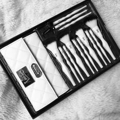 Double tap if you love this #Nanshy luxury brush set ❤