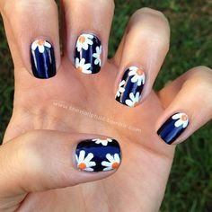 Daisy Nails- I friggen love these!!!