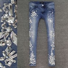 jeans coreanos para mujer - Buscar con Google Bling Jeans, Diy Jeans, Denim And Lace, Denim And Diamonds, Denim Art, Frayed Hem Jeans, Painted Jeans, Embellished Jeans, Big Girl Fashion