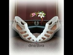 Eu sunt Dora si va prezint un tutorial de crosetat. Crochet Sandals, Crochet Boots, Crochet Slippers, Crochet Shawl, Crochet Baby, Crochet Shoes Pattern, Shoe Pattern, Crochet Patterns, Spring Boots