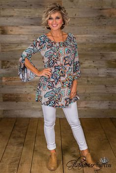 Utah union floral tunic - gray/navy fashion over fifty, over 50 womens fashion Boho Fashion Over 40, Fashion Over Fifty, Fashion For Women Over 40, Fashion Over 50, Look Fashion, Spring Fashion, Unique Fashion, Mode Outfits, Fashion Outfits