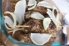 Met dit recept maak je heerlijke Griekse malse sappige kip spiesjes. Lekker uit eten gewoon bij jou zelf thuis.