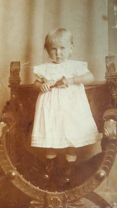 Min far Niels Martin Weochardts søster Ellen Weichardt 1916.03.15 Dragør Forældre: Oluf Thorvald Weichardt og Anna Hansine Jansen