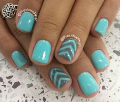 Chevron blue nails