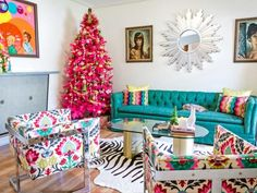 How To Make Midcentury Modern Christmas Decorations Entertaining 10 Totally Outrageous Retro Trees 20 Photos Trend Decoration For Luxury Christma. christian home decor. peacock home decor. gothic home decor. halloween home decor. Retro Christmas Tree, Modern Christmas Decor, Christmas Living Rooms, Christmas Room, Christmas Tree Themes, Pink Christmas, Midcentury Christmas Decorations, Retro Christmas Decorations, Tree Decorations