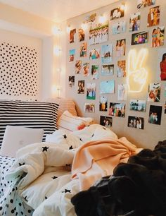 39 Cute Dorm Rooms We're Obsessing Over Right Now – By Sophia Lee this dorm room is my favorite room I have seen ever. literally copying this entire dorm room decor Bedroom Ideas For Teen Girls, Cute Bedroom Ideas, Room Ideas Bedroom, Bedroom Decor, Bed Room, Modern Bedroom, Teen Bedroom, Contemporary Bedroom, Master Bedroom