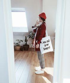 """6,620 gilla-markeringar, 50 kommentarer - Jana  (@vonkopfbisfuss_) på Instagram: """"Es ist so krass, ich reiße in der Wohnung alle Fenster auf, muss meinen Pullover ausziehen weil es…"""""""