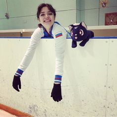New beginnings, new season. Kim Yuna, Russian Figure Skater, Figure Ice Skates, Medvedeva, High Fashion Makeup, Ice Skaters, Figure Skating Dresses, Ice Queen, Snow Queen