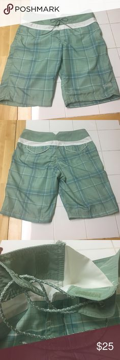 Womens North Face Board Shorts size 8 The North Face womens board shorts. Quick drying! Size 8 The North Face Swim