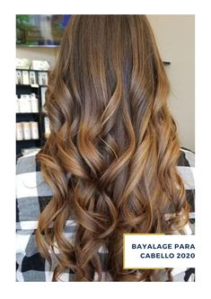 ¿Buscas un estilo padre de bayalage para tu cabello? haz tu cita en el salón de Belleza ArteMásBelleza.  Conoce más de nuestros servicios de salón de belleza en nuestro sitio web. #SalóndeBelleza #BayalageparaPelo #ArteMásBelleza #BayalageParaCabelloCorto #LasArboledas Bayalage, Corte Bob, Long Hair Styles, Beauty, Honey Colored Hair, Curly Hair, Hairstyles With Bangs, Curls, Platinum Blonde Hair