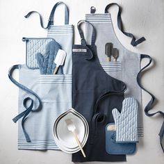 Add style and flair to your cooking repertoire with the Williams Sonoma Classic Apron, designed for both kids and adults. Our apron boasts a fully adjustable ne…