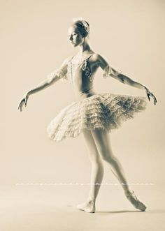 ♫♪ Dance ♪♫ black and white Ballet Beautiful Ballet Pictures, Ballet Photos, Dance Pictures, Ballet Tutu, Ballet Dancers, Baby Ballet, Russian Ballet, Ballet Costumes, Dance Costumes