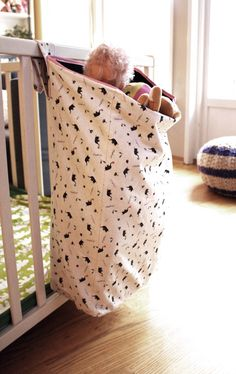 Pickles tutorial on playpen bag for toys that can attach to crib.