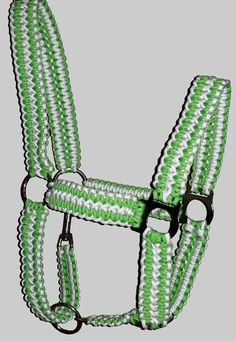 Paracord Pferdehalfter, Halfter Paracord Pferdehalfter, Halfter - Art Of Equitation Horse Gear, Horse Tips, Miniature Horse Tack, Cute Horses, Horses And Dogs, Hv Polo, Crochet Dog Patterns, Horse Halters, Paracord Bracelets