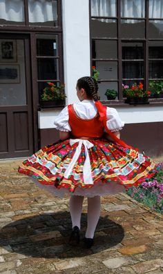 Szeremle - Sárközi viselet - Hungary Traditional Dresses, Traditional Art, Costumes Around The World, Hungarian Embroidery, Folk Dance, Folk Music, Folk Costume, My Heritage, Eastern Europe