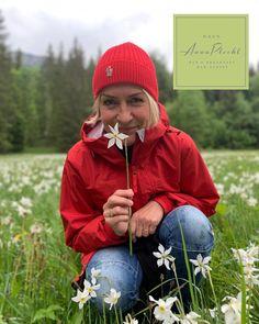 Das Ausseerland steht wie keine andere Region für einen nachhaltigen Umgang mit den wunderschönen Narzissenwiesen 😍 wir pflegen sie und gehen Sorgsam mit den landwirtschaftlichen Düngemitteln um🌼 so sichern wir den Fortbestand 🤩 in unserem Haus findet ihr zu dieser Jahreszeit immer einen frischen Narzissen-Blumenstrauß ❤️ 👉 wir haben wieder offen! 🤩 keine Stornogebühren und Preisstabilität! 👉 Wir freuen uns auf euch 😘 🤩 Urlaub in Österreich, immer eine Reise wert! 😘😘… Bad, Winter Hats, Instagram, Daffodils, Sustainability, Seasons Of The Year, Voyage