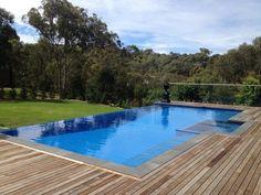 20 Luxurious Backyard Infinity Pool Designs
