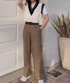 Retro Outfits, Cute Casual Outfits, Chic Outfits, Aesthetic Fashion, Aesthetic Clothes, Fashion Pants, Fashion Outfits, Modest Fashion, Estilo Dark