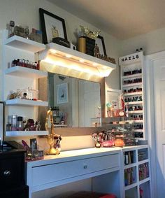 Makeup Room Ideas room DIY (Makeup room decor) Makeup Storage Ideas For Small Space - Tags: makeup room ideas makeup room decor makeup room furniture makeup room design Makeup Dresser, Makeup Desk, Makeup Rooms, Makeup Vanities, Makeup Vanity Lighting, Makeup Room Diy, Makeup Tables, Diy Makeup Vanity Table, Ikea Makeup