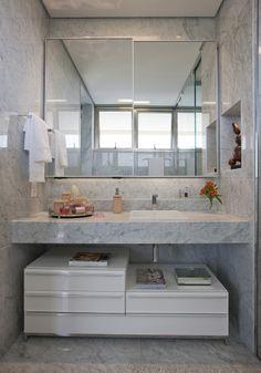 Valorizando os espaços. Veja: http://casadevalentina.com.br/projetos/detalhes/valorizando-os-espacos-573  #decor #decoracao #interior #design #casa #home #house #idea #ideia #detalhes #details #style #estilo #casadevalentina #bathroom #lavabo #banheiro
