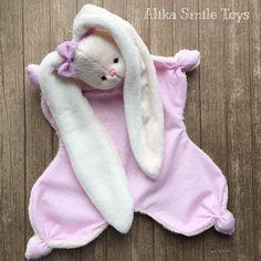 """""""Я верю в розовый цвет... """" - слова Одри Хепбёрн. Давно не выкладывала новых розовеньких. •зайчик при доме #комфортер #комфортер_alikasmile"""