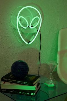 Shop Alien Neon Sign at Urban Outfitters today. We carry all the latest styles, colors and brands for you to choose from right here. Alien Aesthetic, Neon Aesthetic, Neon Wall Signs, Verde Neon, Neon Licht, Space Grunge, Estilo Rock, Alien Art, Luz Led