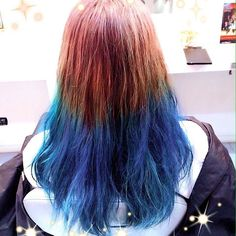 WEBSTA @ mori_kenken - 上は柔らかなピンクがかったミルクティー色✨下はブリーチ2.5回❗️その上にターコイズっぽくさせないようにマニックパニックをスペシャルブレンドさせたブルーを塗りました✨✨✨ 深みもあって綺麗なブルーですよね✨ #KEN#KEN#kenさんスパ #kenje藤沢#湘南#神奈川#美容師#カラー#ヘアカラー#haircolor #hairstyle #マニックパニック#manicpanic #f4f