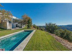 Henman House by Architect Ed Niles Serves Up Sublime Views of Malibu