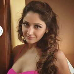 "Bio     Real Name  Sayyeshaa Saigal   Nickname  Sayesha   Profession Actress & model   Physical Stats & More   Height (approx.) centimeters- 170 cm meters- 1.70 m Feet-Inches- 5' 7""     Weight (approx."