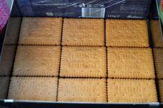 Prăjitură fără coacere cu mere, biscuiți și budincă de vanilie | Savori Urbane Butter, Biscuits, Bakery, Recipies, Deserts, Bread, The Sea, Recipe, Crack Crackers