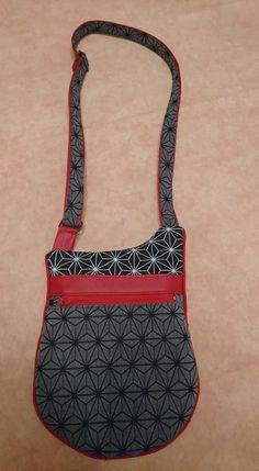 Pochette Be-Bop en rouge et jacquard géométrique cousue par Aurore - Patron Sacôtin