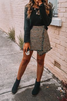 p i n t e r e s t : Fashion Outfits Super Style Casual Outfits 2019 Very Nice Amazing Tips Fashionable Cute Outfits For Teens Winter Mode Outfits, Cute Fall Outfits, Trendy Outfits, Fashion Outfits, Fall Skirt Outfits, Casual Dresses For Winter, Casual Christmas Outfits, Sweater Skirt Outfit, Tweed Outfit