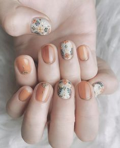 Glamorous Nail Design Ideas so that you Flaunt your Nails with Confidence Allow your nails to shine like a queen & gain attention like never before, with these glamorous nail design ideas which have been carefully curated for you Spring Nail Art, Spring Nails, Fall Nails, Nail Art For Fall, Cute Nails, Pretty Nails, Hair And Nails, My Nails, Work Nails
