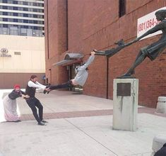 The funniest pics of people molesting and having fun with statues are in this funny Smosh gallery! Memes Br, Funny Memes, Fun With Statues, Funny Statues, Cute Pictures, Cool Photos, Hilarious Pictures, Creative Pictures, Random Pictures