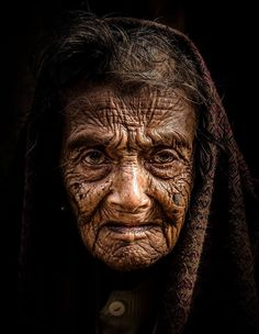 The Lines of Age. Photo by D. Dey -- National Geographic Your Shot This old woman Portrait expresses a curious look, with a intense gaze in a winter morning. People Around The World, Around The Worlds, Pretty People, Beautiful People, Old Faces, Interesting Faces, Old Women, Beautiful World, Alter